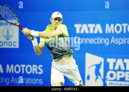 Pune, India. 4th January 2018. Kevin Anderson of South Africa in action in a quarter final match of the Singles - Stock Photo