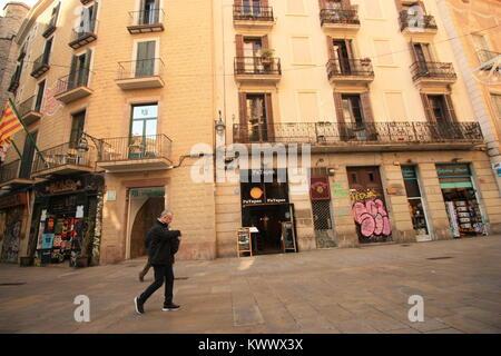 BARCELONA, CATALONIA - NOVEMBER 22, 2017: Unidentified pedestrian in the Gothic Quarter in Barcelona. - Stock Photo
