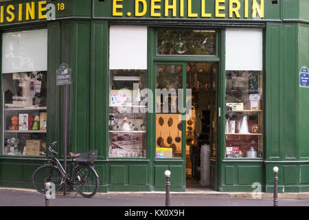 France, Paris (75), Whisks neatly stacked in Dehillerin's, a store devoted to cooking utensils. - Stock Photo