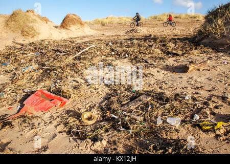 Crosby beach, Liverpool, Merseyside UK. Dumped drinks cups, plastic cutlery, straws, plastic bottles, lids stirrers, - Stock Photo