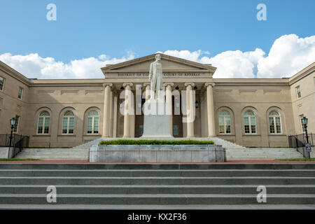 Abraham Lincoln statue, District of Columbia Court of Appeals, 451 Indiana Avenue NW, Washington DC - Stock Photo