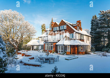 Prime residential property: Large detached Tarrant house and garden, Surrey, SE England, with a thick covering of - Stock Photo