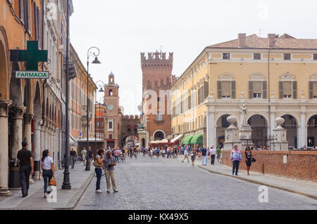 Locals and tourists on the busy Corso Martiri della Liberta - Ferrara, Emilia-Romagna, Italy - Stock Photo