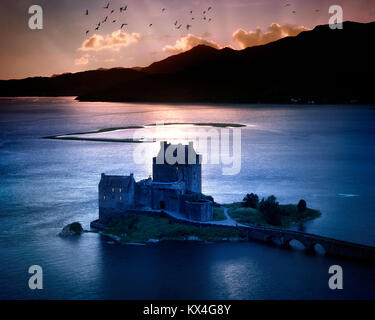 GB - SCOTLAND: Eilean Donan Castle and Loch Duich at sunset - Stock Photo