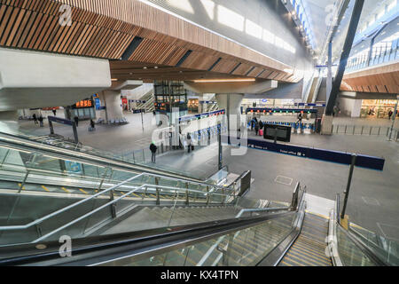 London UK. 7th January 2018. The newly renovated and revamped London Bridge station concourse which has opened to - Stock Photo