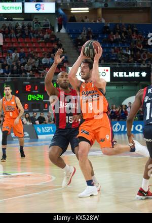 Vitoria, Spain. 07th Jan, 2018. Valencia Basket's Sam Van Rossom (R) in action against Baskonia's Jayson Granger - Stock Photo