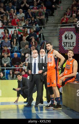 Vitoria, Spain. 07th Jan, 2018. Valencia Basket's coach Txus Vidorreta (2L) and his players Alberto Abalde (2R) - Stock Photo