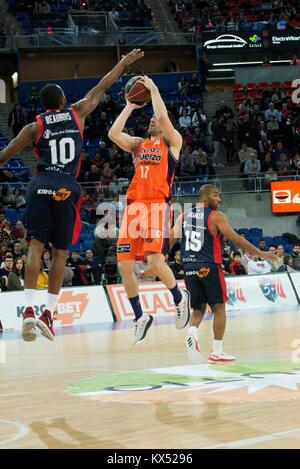 Vitoria, Spain. 07th Jan, 2018. Valencia Basket's Rafa Martinez (R) in action against Baskonia's Rodriuge Beaubois - Stock Photo