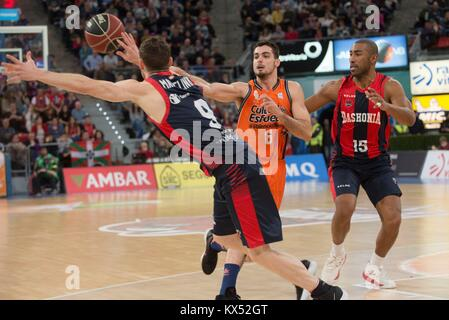 Vitoria, Spain. 07th Jan, 2018. Valencia Basket's Alberto Abalde Diaz (C) in action against Baskonia's Marcelinho - Stock Photo