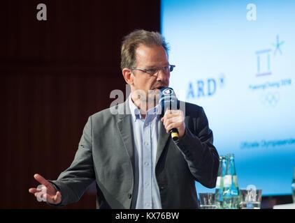 Hajo SEPPELT (ARD Doping-Experte) ARD- /ZDF - Olympia- und Paralympics Pressekonferenz in Berlin, Germany am 12.12.2017. - Stock Photo