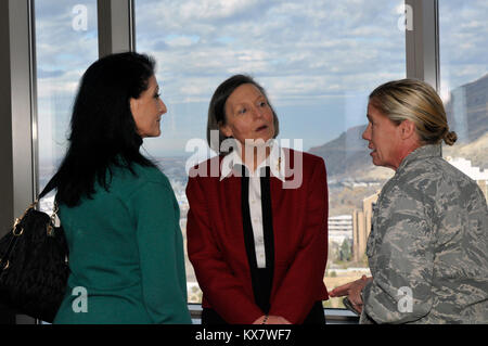 Army Gen. Frank Grass, chief of the National Guard Bureau, and his wife Mrs. Pat Grass met with Soldiers and Airmen - Stock Photo