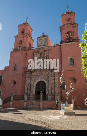 Front shot of the pink Templo de San Francisco church with two bell towers and a decorative entrance, with a large - Stock Photo