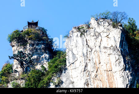 Lookout post watches over Yangtze River in China but how did they get it up there - Stock Photo