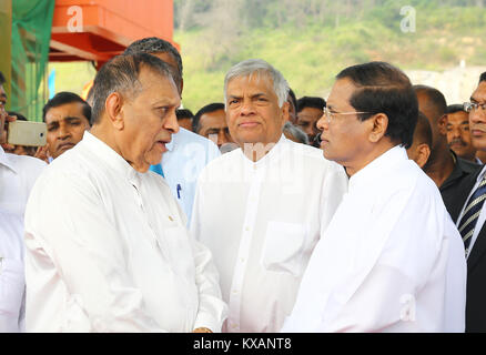 Sri Lanka. 08th Jan, 2018. Sri Lanka. 08th Jan, 2018. Sri Lanka President Maithripala Sirisena (R) Prime Minister - Stock Photo