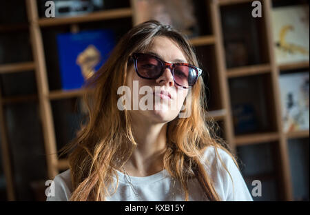 Hamburg, Germany. 21st Sep, 2017. Rapper Haiyiti (Ronja Zschoche) wears sunglasses in front of a book shelf in Hamburg, - Stock Photo