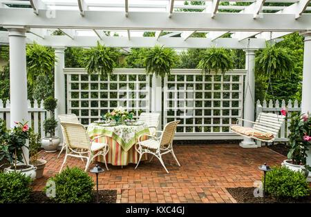 Elegant patio dining, arbor, swing garden room in Lancasrter County, Pennsylvania, USA, garden picnic table chairs, - Stock Photo