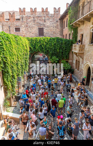 Tourists in the courtyard, House of Julia, Casa di Giulieta, Via Cappello, Verona, Veneto, Italy - Stock Photo