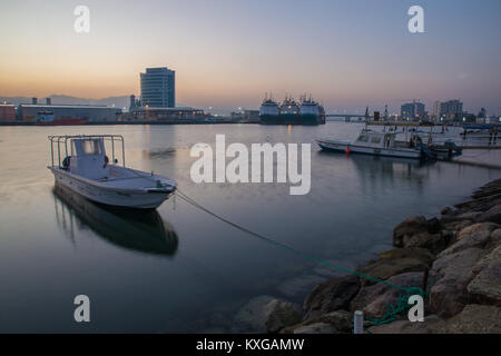 Ras Al Khaimah, Ras Al Khaimah, United Arab Emirates. 9th Jan, 2018. A fishing boat is anchored at the harbor before - Stock Photo