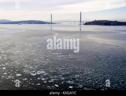Vladivostok, Russia. 8th Jan, 2018. A view of a cable-stayed bridge across the Zolotoy Rog [Golden Horn] Bay from - Stock Photo