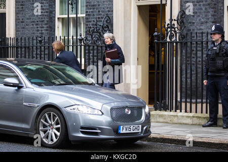 London, UK. 10th Jan, 2018. Prime Minister Theresa May leaves 10 Downing Street for Prime Minister's Questions in - Stock Photo