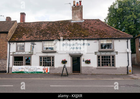 The 16th century Cinque Ports Arms public house in New Romney High Street, Kent - Stock Photo