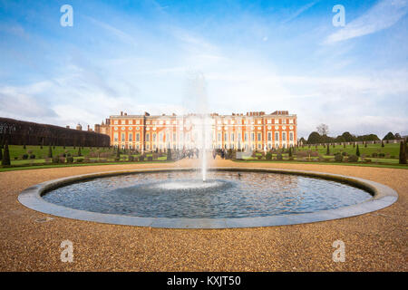Hampton Court Palace is a royal palace in the borough of Richmond, London. It has two contrasting architectural - Stock Photo