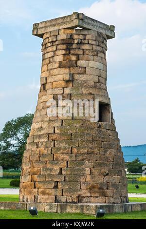 Cheomseongdae Astronomical Observation Tower, Royal Tombs burial mounds, Tumuli park, UNESCO, Gyeongju, Gyeongsangbuk - Stock Photo