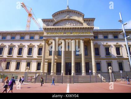 Barcelona - Facultat de Medicina i Ciències de la Salut de la Universitat de Barcelona (Hospital Clínic) 1 - Stock Photo