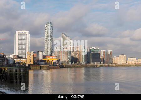 Housing alongside the river Thames, Isle of Dogs, London - Stock Photo