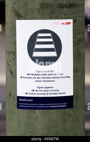 Ampel-Modellprojekt am Fehrbelliner Platz, Erläuterung 20140919 1 - Stock Photo