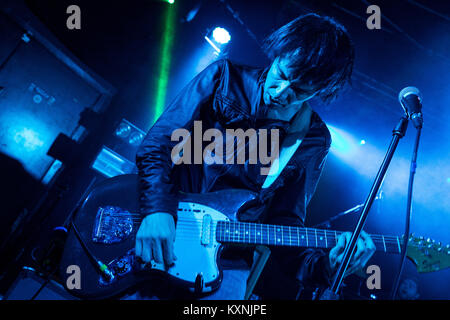 Cambridge, UK. 10th Jan, 2018. Vocalist Ryan Jarman of English indie rock band The Cribs peform live at the Cambridge - Stock Photo