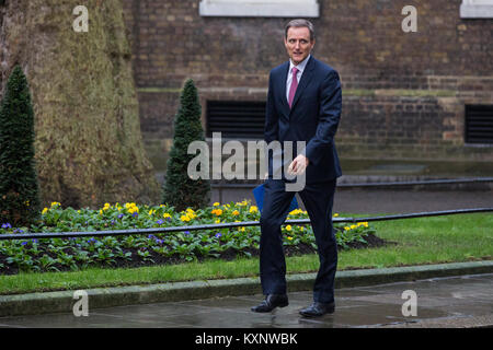 London, UK. 11th Jan, 2018. Mark Wilson, Chief Executive Officer of Aviva, arrives in Downing Street for a meeting - Stock Photo