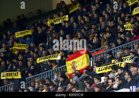 Barcelona, Spain. 11th Jan, 2018. Independentist sympathizers show flags for the freedom of their incarcerated leaders - Stock Photo
