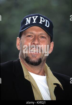 Bruce Willis Attending the Crystal Apple Awards at Gracie Mansion in New York City. June 14, 1995 © RTMcbride / - Stock Photo