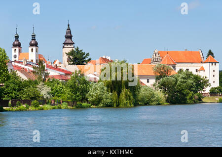 renesancni zamek z 1550, Štěpnický rybník, Telč (UNESCO), Kraj Vysočina, Česka republika / renaissance castle from - Stock Photo