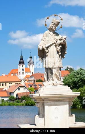 historické centrum přes Telčský rybník, Telč (UNESCO), Kraj Vysočina, Česka republika / historical center,Telc (UNESCO), - Stock Photo