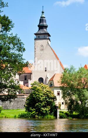 kostel sv. Jakuba přes Uličský rybník, Telč (UNESCO), Kraj Vysočina, Česka republika / st. Jacob churchr,Ulicky - Stock Photo