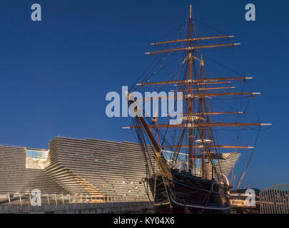 The V&A design museum has been sited next to the RRS Discovery as part of the waterfront development scheme, Dundee, - Stock Photo