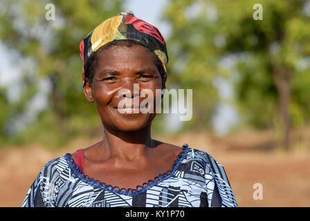 BURKINA FASO , village Sesuala near Pó , ethnic Kassena , women cooperative produce shea butter from shea nuts of - Stock Photo