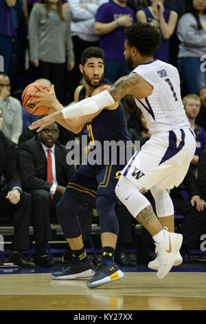 Seattle, WA, USA. 11th Jan, 2018. Cal guard Nick Hamilton (21) in action against UW's David Crisp (1) during a PAC12 - Stock Photo