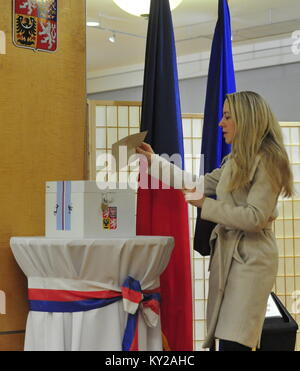 Washington, United States. 11th Jan, 2018. A Czech woman votes during the first round of Czech presidential elections - Stock Photo