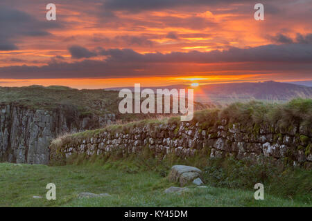 Hadrian's Wall: the view to the south-east at dawn, just as the sun rises, from Steel Rigg, looking over a section - Stock Photo