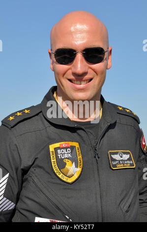 Captain S Yalib Ahbab Solo Turk airshow pilot Türk Hava Kuvvetleri Turkish Air Force F-16 demo team