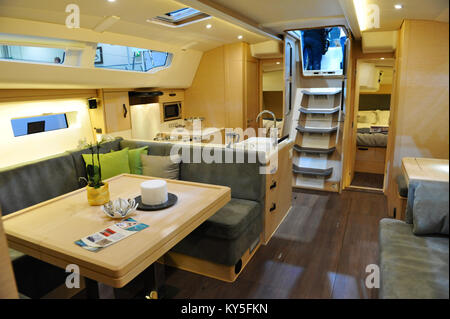 London, UK. 12th January, 2018. The saloon cabin of a Jeanneau Sun Odyssey 440 yacht at the London Boat Show at - Stock Photo