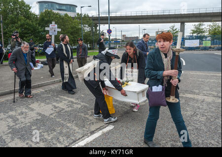 At the end of the mock funeral by London Catholic Workers for victims of the arms trade the coffin is carried on - Stock Photo