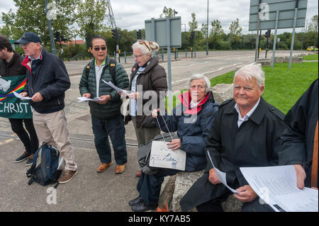 Bruce Kent (right) and others at the Pax Christi led 'Prayers of Repentance' outside the ExCeL centre where the - Stock Photo