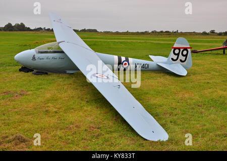 Elliotts of Newbury EoN Olympia 2b vintage glider. Classic sailplane on the ground - Stock Photo