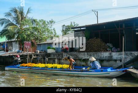 Soc Trang, Vietnam - Feb 2, 2016. People selling flowers on Mekong River in Soc Trang, Vietnam. Mekong is the longest - Stock Photo