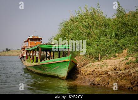 Mandalay, Myanmar - Feb 22, 2016. Boats anchored at Ayeyarwady river port in Mandalay, Myanmar. Ayeyarwady is the - Stock Photo