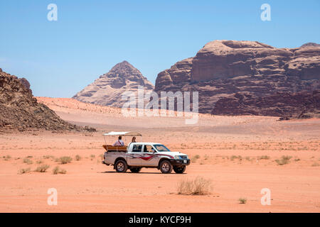 All-terrain pick-up with tourists, circulating in the desert of Wadi Rum, Jordan - Stock Photo